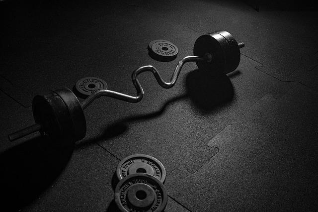 【筋トレ週4メニュー】2種類のプログラムで筋力アップ・筋肥大を同時に目指す
